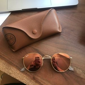 RAY BAN ROUND SUNGLASSES IN ROSE GOLD